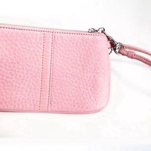 ⚡️Coach. Sale⚡️Pastel blush pink classic wristlet